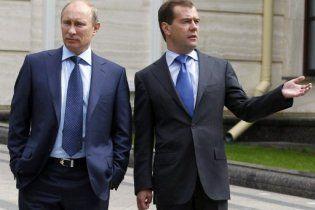 Мєдвєдєв поставив бізнесменів перед вибором - він чи Путін