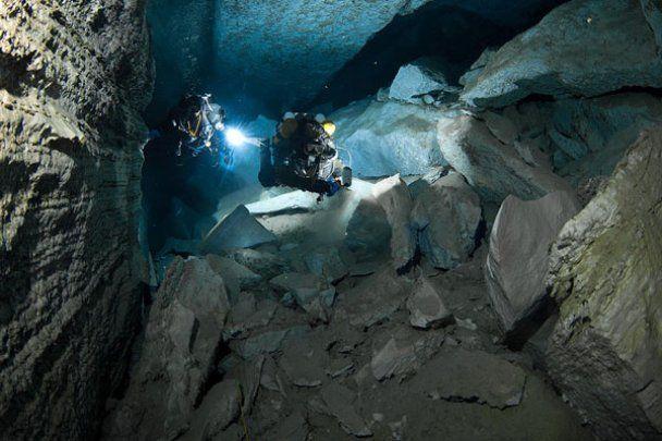 Дивовижна і найдовша в Росії підводна печера