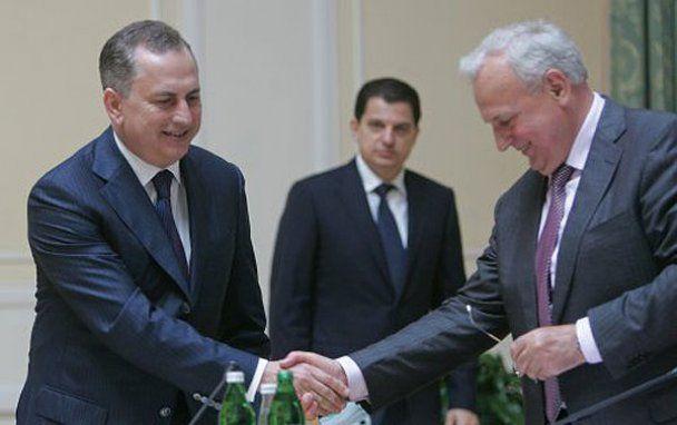 Красные розы для нового министра ЖКХ Близнюка