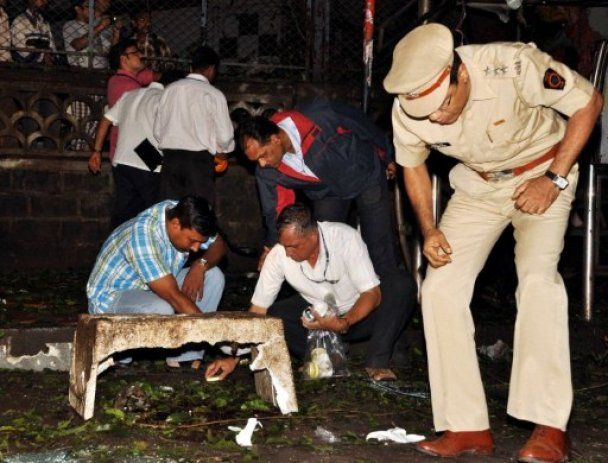 В результаті терактів у Мумбаї загинули 13 осіб