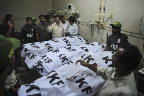 Пакистанський Карачі пережив ніч погромів, 14 людей загинули