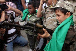 Сили Каддафі саджали дітей на танки, щоб запобігти атакам НАТО