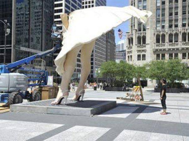 У Чикаго встановили гігантську статую Мерилін Монро