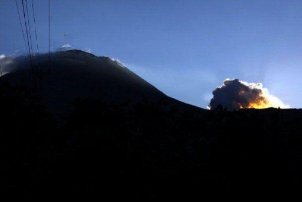 Виверження вулкану в Індонезії призвело до масової евакуації людей