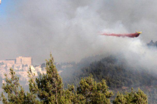 Сильна пожежа під Єрусалимом, евакуйовано музей Голокосту