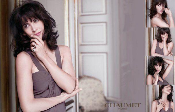 Оголена Софі Марсо рекламує ювелірні вироби