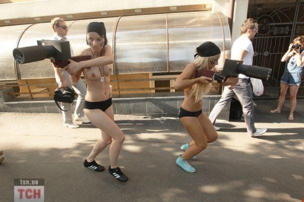 Во время топлес-протеста FEMЕN пострадали журналисты