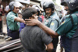 У Бангладеш натовп до смерті забив шістьох студентів коледжу