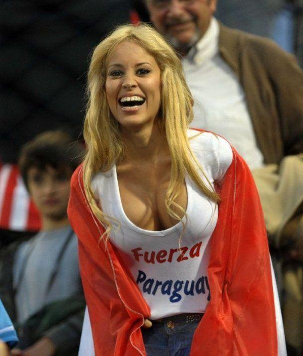 Парагвайська вболівальниця шокувала стадіон на Кубку Америки
