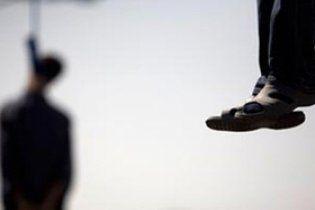 В Ірані публічно повісили трьох ґвалтівників