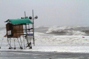 Сильний тайфун накрив Японію, більше 50 людей постраждали