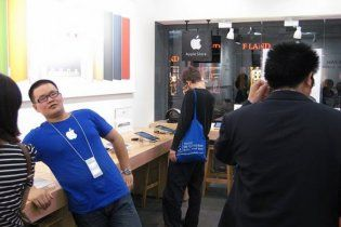 В Китае подделывают не только продукцию Apple, но и ее фирменные магазины