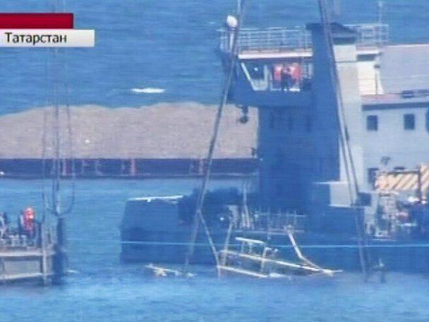 """Водолази виявили нові тіла на борту затонулого теплохода """"Булгарія"""""""