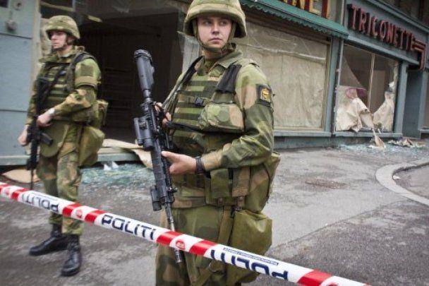 Норвегія переживає шок після подвійного теракту, який забрав майже 100 життів