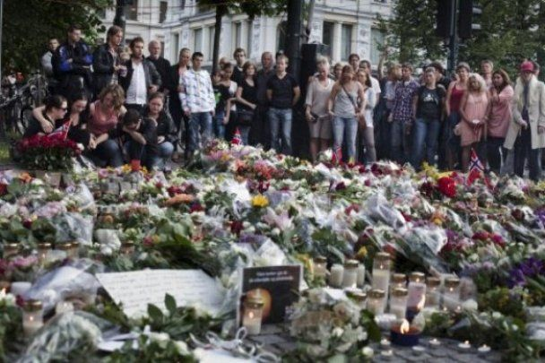 Число погибших в результате терактов в Норвегии достигло 97 человек