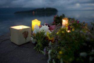 150 тысяч человек вышли на улицы Осло почтить память жертв теракта
