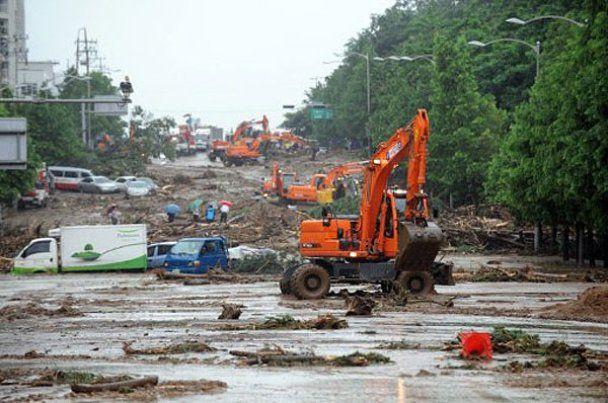 """Південна Корея потерпає від зсувів та """"дощу століття"""""""