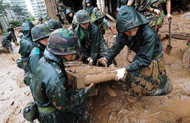 З військового складу Південної Кореї повінню вимило міни