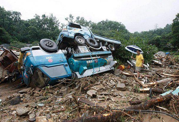 Южная Корея страдает от наводнений и оползней: погибли 59 человек