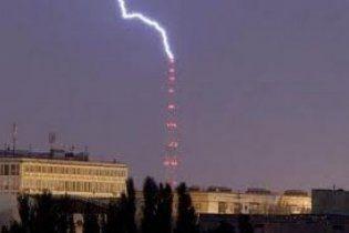 Молния попала прямо в киевскую телевышку