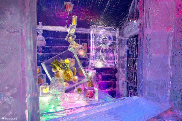 В жаркой Москве открыли ледяную выставку