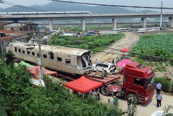 Последствия ужасной аварии поездов на скорости 300 км/ч