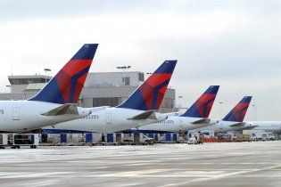 В аеропорту Чикаго зіткнулися два пасажирських літаки