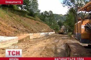 На Прикарпатті зсуви ґрунту можуть накрити десятки хат