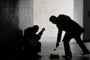 Большинство украинцев считает, что сейчас время мафии, политиканов и нищих