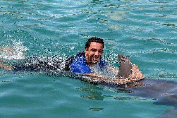 """Вратарь """"Барселоны"""" пропустил гол от дельфина"""