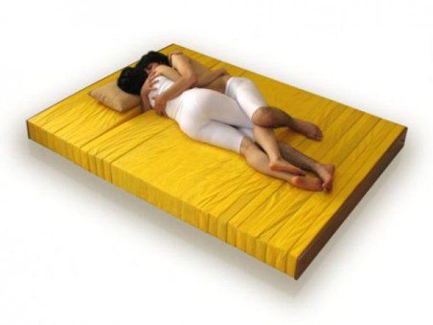 Створено матрац для закоханих, які люблять спати в обіймах