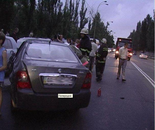 В Киеве девушка без нижнего белья устроила ДТП с участием 5 автомобилей