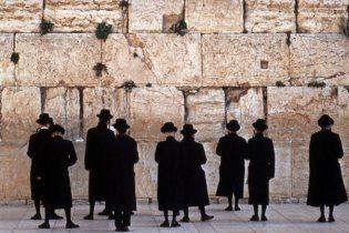 Мешканець Єрусалиму знайшов у Стіні Плачу чек на 100 тисяч доларів