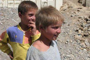 Таджикским детям запретили молиться в мечети и смотреть порно