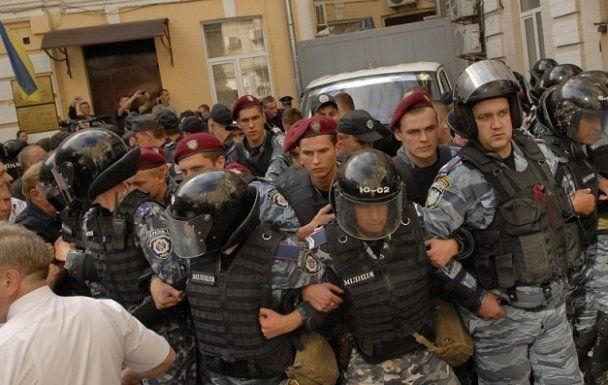 В Печерском суде драка: к арестованной Тимошенко прорывались сторонники