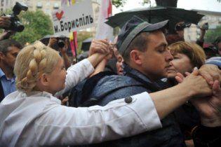 Сторонники Тимошенко разбили под Печерским судом 20 армейских палаток