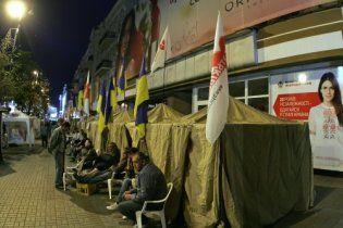 Суд постановив демонтувати намети Тимошенко на Хрещатику
