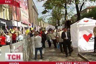 Судові виконавці повідомили прихильникам Тимошенко про заборону проведення акцій