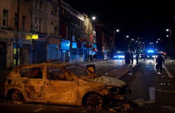 Заворушення у Лондоні: 8 поліцейських госпіталізовано, більше 40 людей затримано