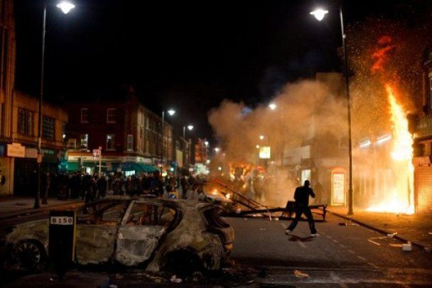 Бунти вуличних банд в Лондоні: більше 100 людей затримані