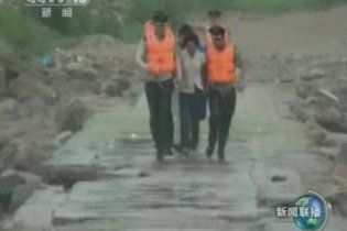 """Более 300 тысяч китайцев пострадали от тайфуна """"Муйфа"""""""