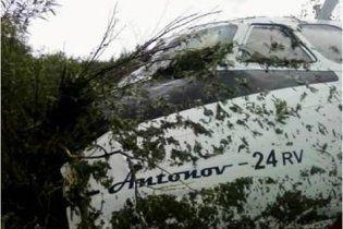 В Росії у літака, що вилетів за злітну смугу, відірвалося крило і шасі
