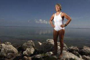 Американка 3 дня будет плыть без защитной клетки через пролив, полный акул