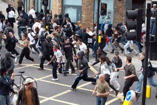 Погроми у Лондоні: прем'єр повернувся; поліція попереджає про небезпеку