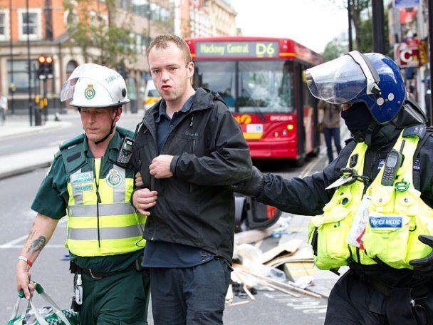 """Британія запроваджує політику """"нульової терпимості"""" до вуличних дебошів"""