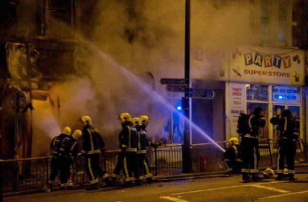 За убийство во время погромов в Лондоне задержали 16-летнего подростка
