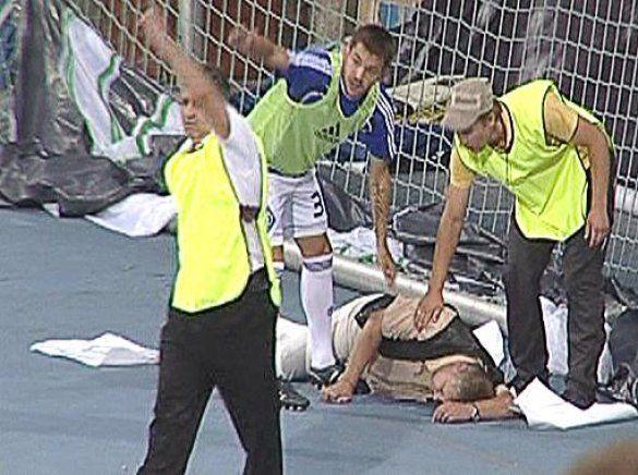 Бійка фанатів на матчі Динамо - Карпати