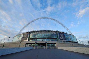 Британська футбольна битва затьмарилася смертю валлійського вболівальника