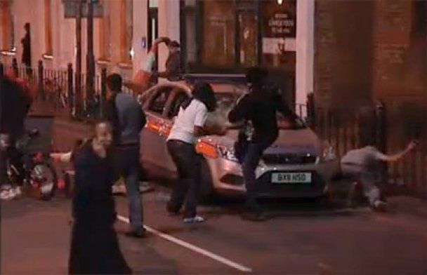 Хаос в Лондоне глазами очевидцев: люди боятся выходить на улицы