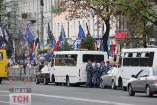 К Печерскому райсуду Киева прибыло более 30 автобусов с бойцами внутренних войск